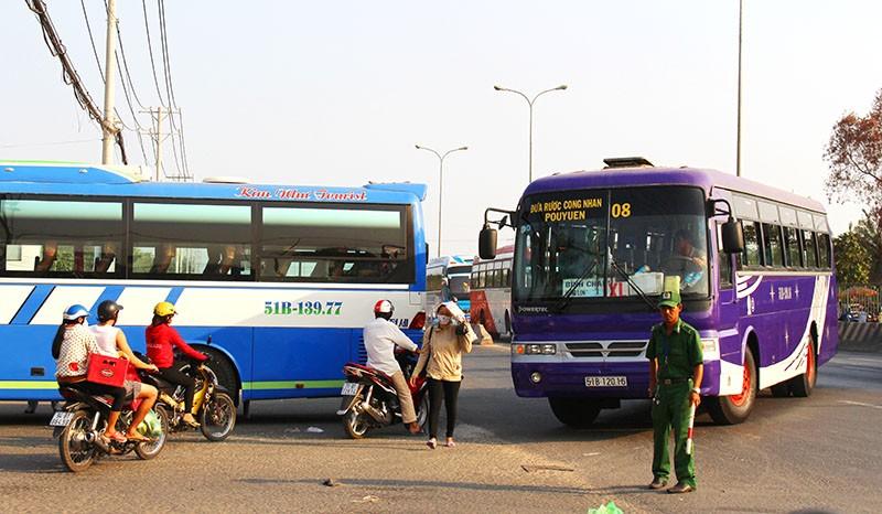 'Hung thần' chở công nhân tung hoành trên quốc lộ 1A - ảnh 3