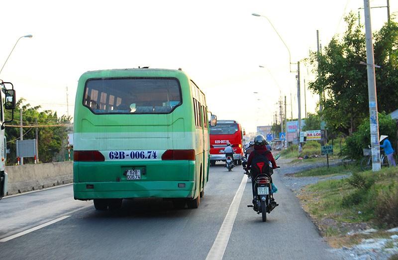'Hung thần' chở công nhân tung hoành trên quốc lộ 1A - ảnh 6