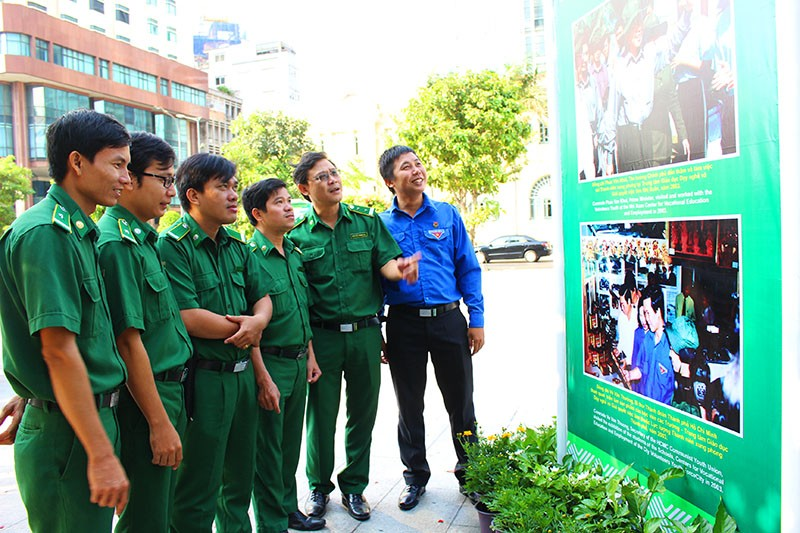 Khai mạc triển lãm ảnh về Thanh niên xung phong TP - ảnh 3