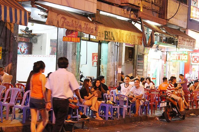 Loạn vỉa hè: Cận cảnh phố ốc Vĩnh Khánh và phố Tây Bùi Viện - ảnh 5