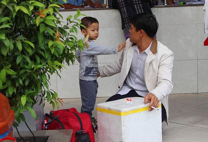 Chùm ảnh: Xếp hàng gửi xe, mua vé về quê dịp giỗ tổ Hùng Vương - ảnh 5