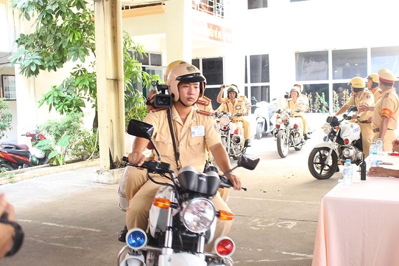 CSGT TP.HCM tung quân ra đường ghi hình phạt vi phạm giao thông - ảnh 2