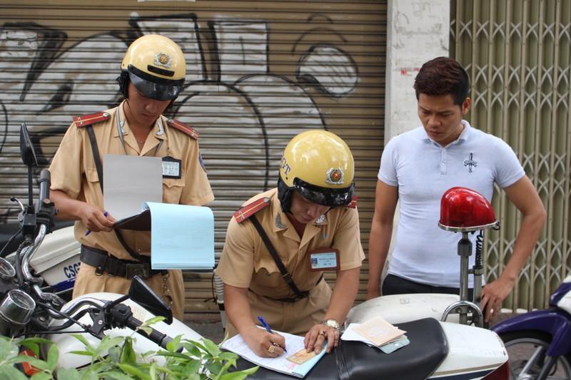 CSGT TP.HCM tung quân ra đường ghi hình phạt vi phạm giao thông - ảnh 6