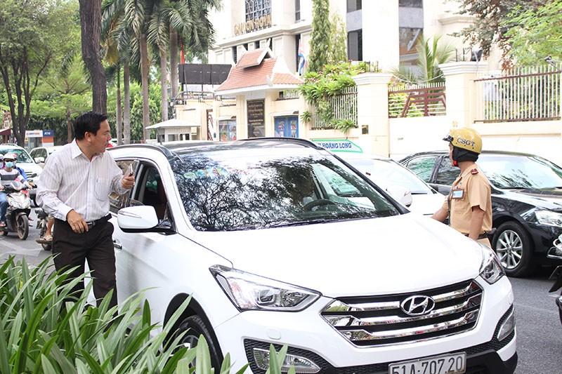 CSGT TP.HCM tung quân ra đường ghi hình phạt vi phạm giao thông - ảnh 4