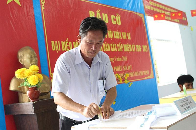 Dân xã đảo Thạnh An dậy từ khuya, bận đồ đẹp để đi bầu cử - ảnh 3