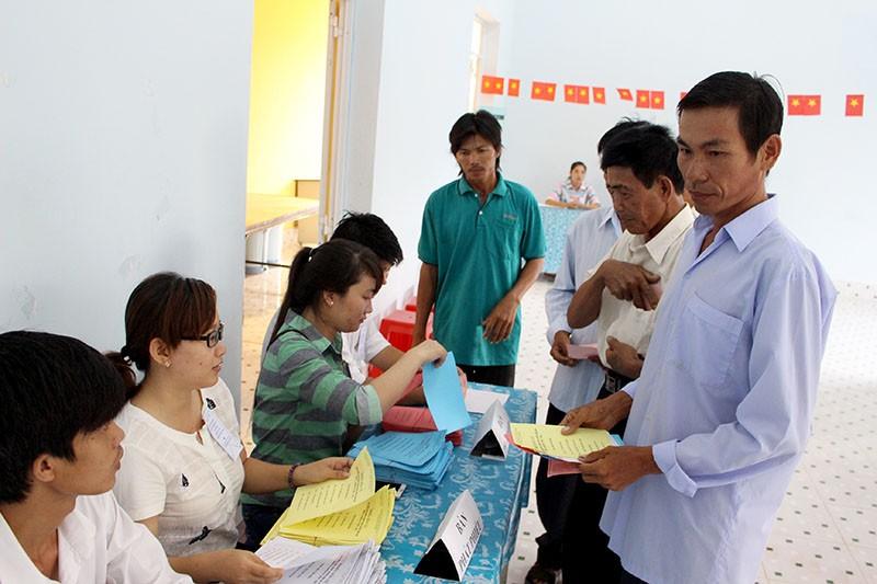 Dân xã đảo Thạnh An dậy từ khuya, bận đồ đẹp để đi bầu cử - ảnh 5