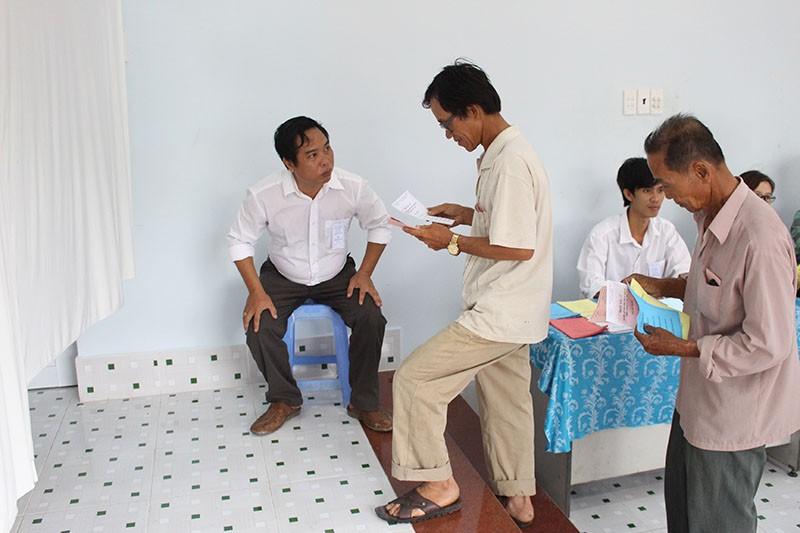 Dân xã đảo Thạnh An dậy từ khuya, bận đồ đẹp để đi bầu cử - ảnh 6