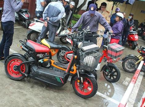 Từ 1-7, xử phạt nghiêm xe máy, mô tô điện chưa đăng ký - ảnh 1