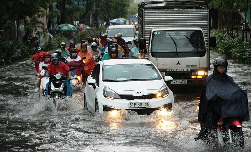 TP.HCM chỉ đạo khẩn về chống ngập cho sân bay Tân Sơn Nhất - ảnh 1
