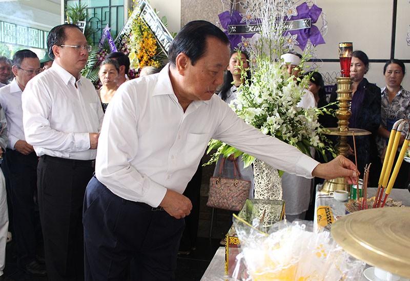 Nguyên Bí thư Thành ủy TP.HCM Lê Thanh Hải cũng đã đến Nhà tang lễ từ rất sớm