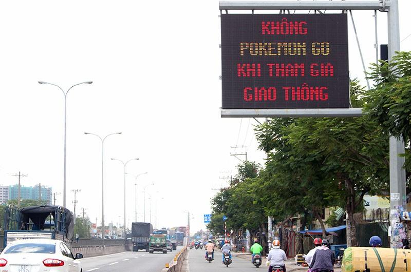 Lời nhắn 'Không Pokemon Go khi tham gia giao thông' trên quốc lộ 1A - ảnh 3