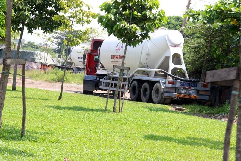 Container 'tung hoành' ở đường song hành Xa Lộ Hà Nội - ảnh 9