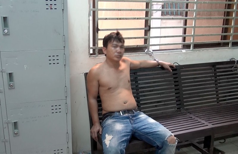 Thong dong đi bộ sau khi cướp 13 triệu đồng - ảnh 2