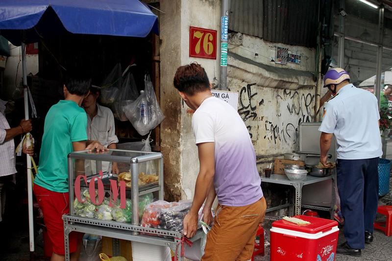 Đậu xe mua bánh tráng nướng, chưa kịp ăn đã bị phạt  - ảnh 8