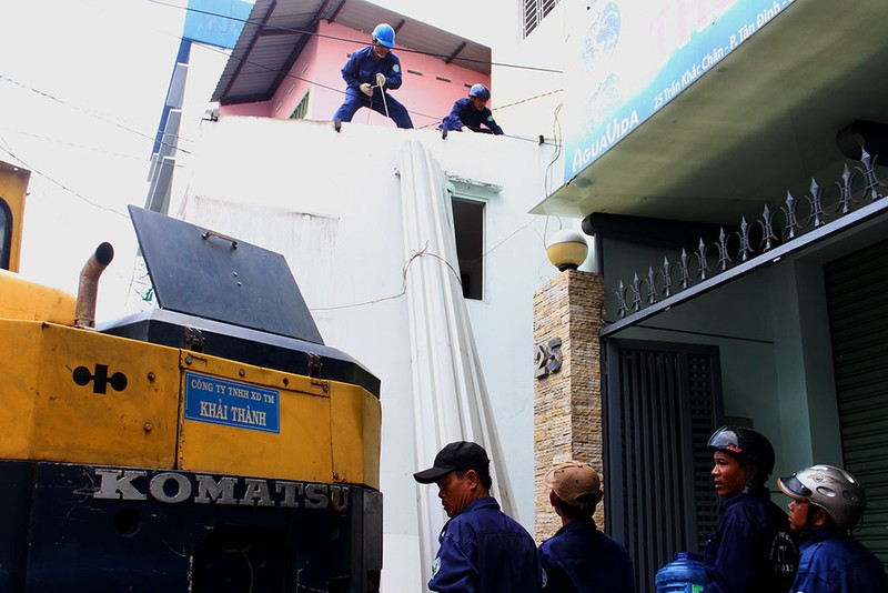 """Ông Đoàn Ngọc Hải cho """"cào"""" cả trụ sở khu phố 2 tầng - ảnh 10"""