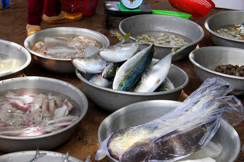 'Chảy nước miếng' với chợ hải sản ở Hồ Tràm - ảnh 11