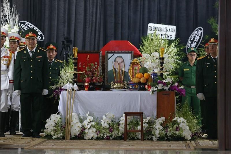 Xe tang vào đón linh cữu cố Thủ tướng Phan Văn Khải - ảnh 6