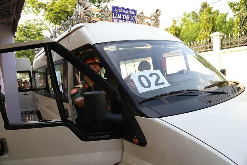 Xe tang vào đón linh cữu cố Thủ tướng Phan Văn Khải - ảnh 7