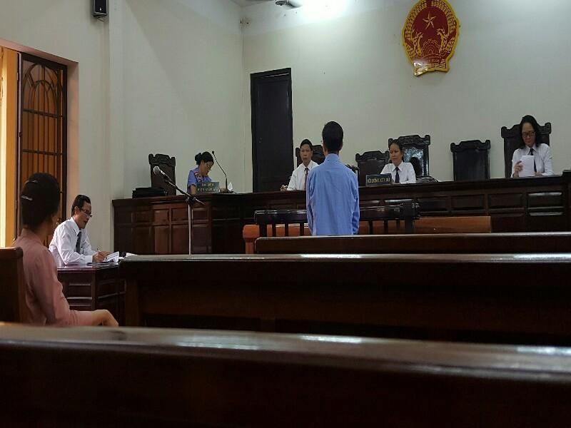 Luật sư được HĐXX chấp thuận ngồi khi đặt câu hỏi - ảnh 1