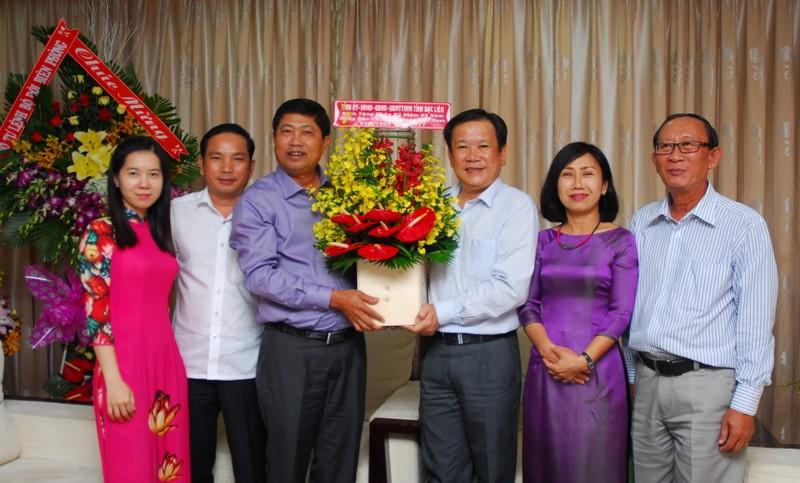 Lãnh đạo Thành ủy chúc mừng báo Pháp Luật TP.HCM - ảnh 2