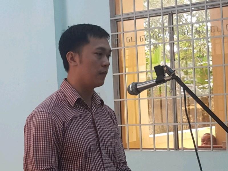 Một năm tù vì giả danh phóng viên báo Pháp Luật TP.HCM - ảnh 1