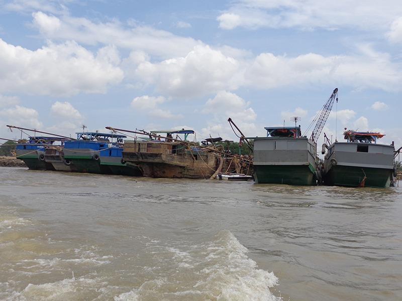 6/8 phương tiện hợp pháp bị C67 tạm giữ gần cảng Phú Hữu, quận 9
