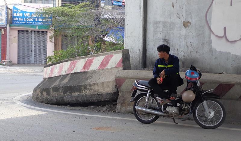 Hạn chế xe để sửa cầu vượt Nguyễn Hữu Cảnh - ảnh 8