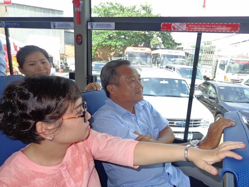 đi xe buýt ở TP. HCM
