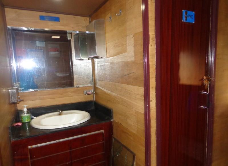 Chùm ảnh: Đường sắt đổi mới bắt đầu từ... cái toilet - ảnh 7