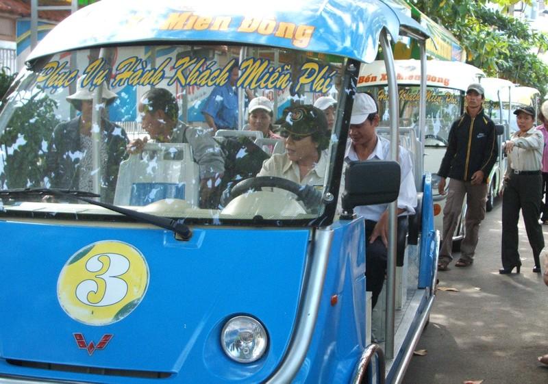 Mở 3 tuyến xe buýt điện tại TP.HCM - ảnh 6