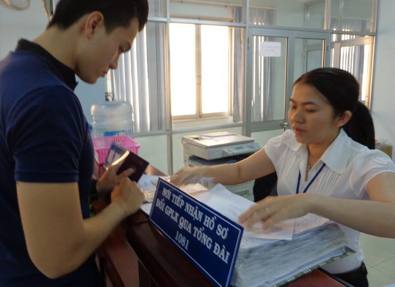 Riêng cơ sở 252 Lý Chính Thắng, phường 6, quận 3 và 937 Tạ Quang Bửu, phường 5, quận 8 còn có dịch vụ đổi bằng qua đăng ký số thứ tự tại tổng đài 1081