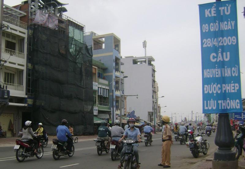 Ngày 24-11, làm hai nhánh lên xuống cầu Nguyễn Văn Cừ - ảnh 2