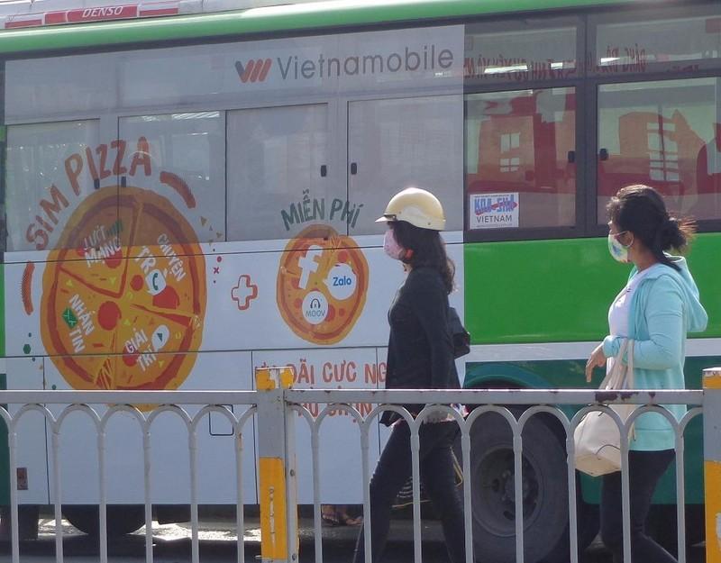 quảng cáo trên xe bus1