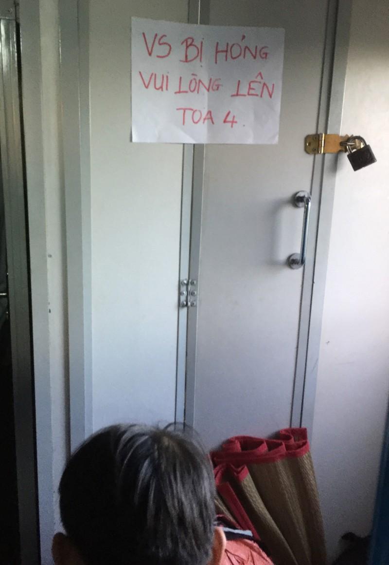 Phóng sự ảnh: Kinh hãi đi tàu thời toilet... hỏng! - ảnh 3