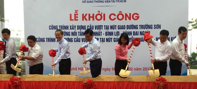 Khởi công hai cầu vượt 'giải cứu' sân bay Tân Sơn Nhất - ảnh 2
