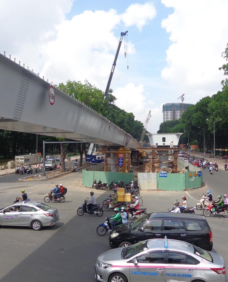 Hai cầu vượt vào sân bay thông xe trước hai tháng - ảnh 6