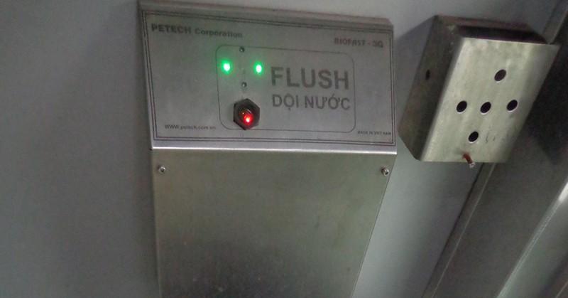 Mất toi cả trăm tỷ đồng, toilet tàu lửa vẫn... hôi! - ảnh 3