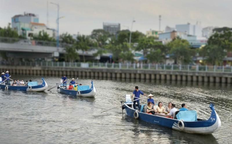 Buýt sông gắn du lịch: 3 thuận lợi, 3 khó khăn - ảnh 4
