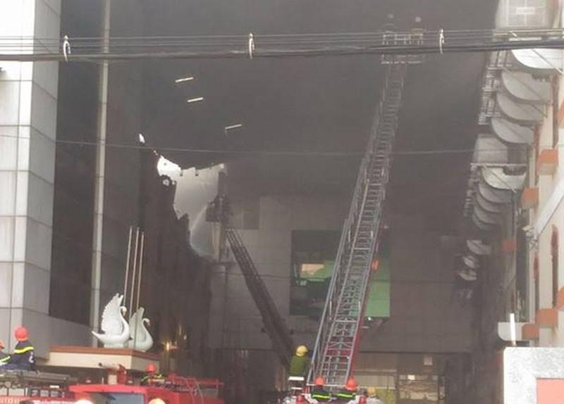 Diễn biến mới vụ cháy ở Cần Thơ: Lửa đang bùng trở lại - ảnh 5