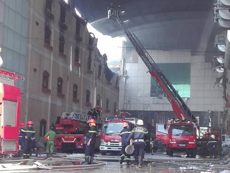 Diễn biến mới vụ cháy ở Cần Thơ: Lửa đang bùng trở lại - ảnh 9