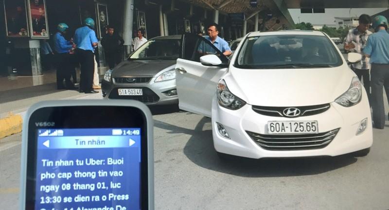 Mỗi ngày cả trăm người đi taxi 'thất lạc hành lý' - ảnh 1
