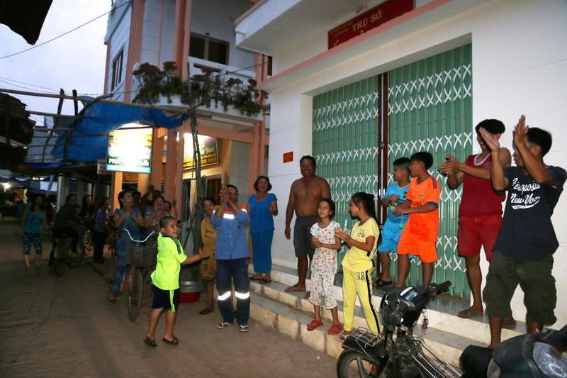 'Xóa bóng đêm' cho hơn 3.040 hộ dân ở đảo Kiên Giang  - ảnh 2