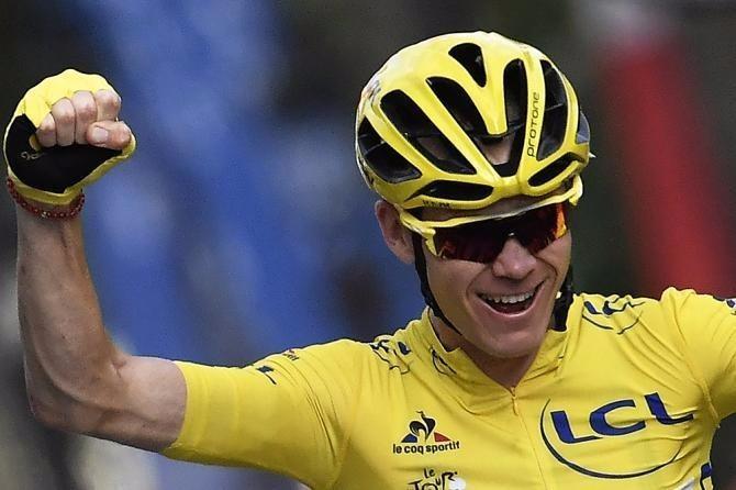"""Froome có tổng thời gian thi đấu ít nhất 89 giờ 4'48"""" tạo ra cách biệt với hai kình phùng địch thủ Romain Bardet (AG2R La Mondiale) và Nairo Quintana (Movistar) tới hơn 4 phút trên bảng tổng sắp áo vàng."""