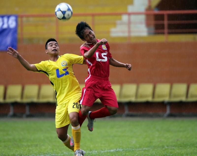 Sanatech Khánh Hòa (áo vàng) vượt qua Long An 4-3