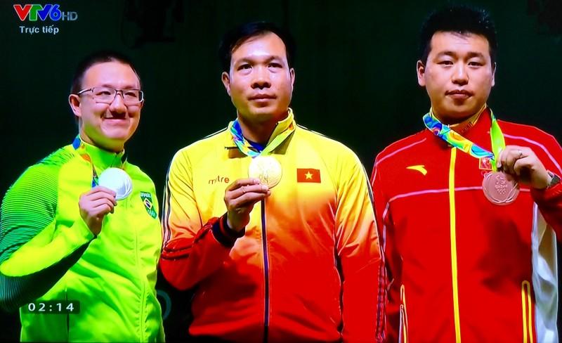 Nghẹt thở xem xạ thủ Hoàng Xuân Vinh đoạt HCV, phá kỷ lục Olympic - ảnh 2