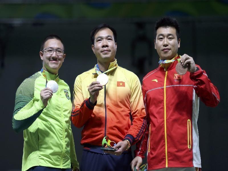 Hoàng Xuân Vinh đánh bại xạ thủ Brazil và Trung Quốc bước lên bục vinh quang. ẢNH: Olympic Rio