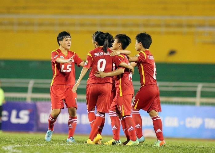 Thất bại của đội bóng vùng chiêm trũng Hà Nam đã tạo động lực để TP.HCM 1 đánh bại Hà Nội 2 vươn lên vị trí nhì bảng xếp hạng.