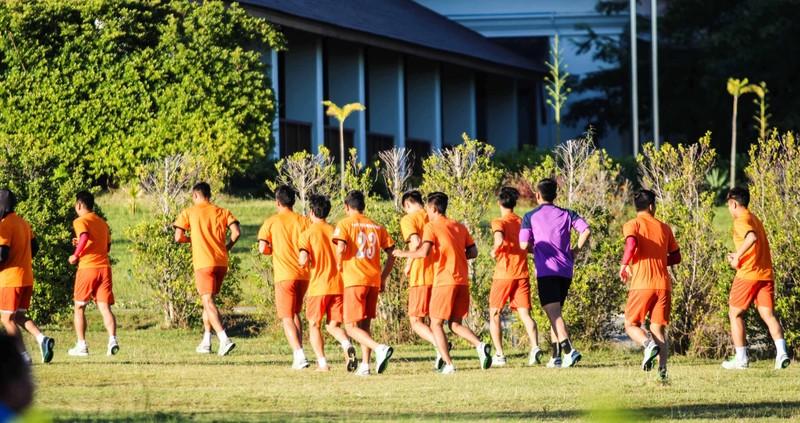 Tuyển Việt Nam chơi bóng chuyền bằng chân - ảnh 2
