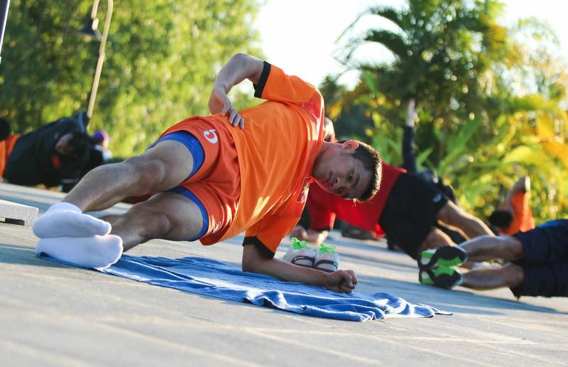 Tuyển Việt Nam chơi bóng chuyền bằng chân - ảnh 5