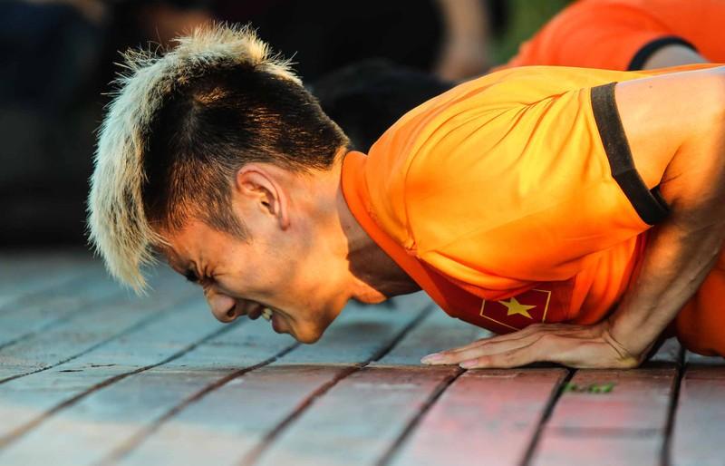 Tuyển Việt Nam chơi bóng chuyền bằng chân - ảnh 4